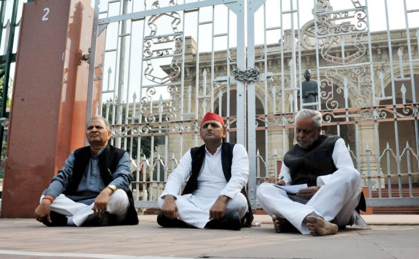 Akhilesh Yadav staged protest against Unnao in front of Lucknow assembly for justice